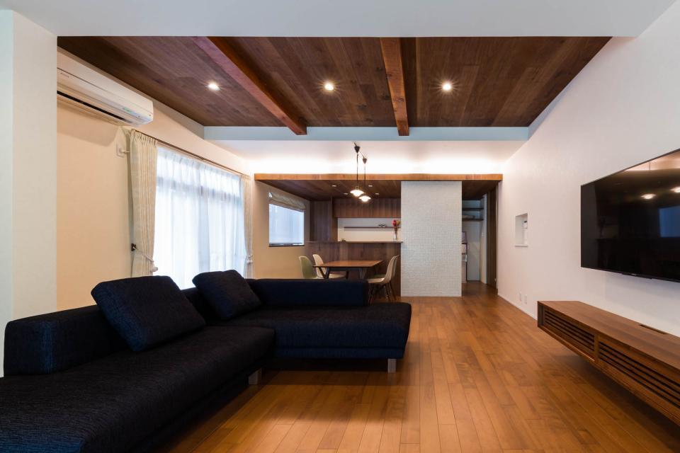 段々天井の家の写真3
