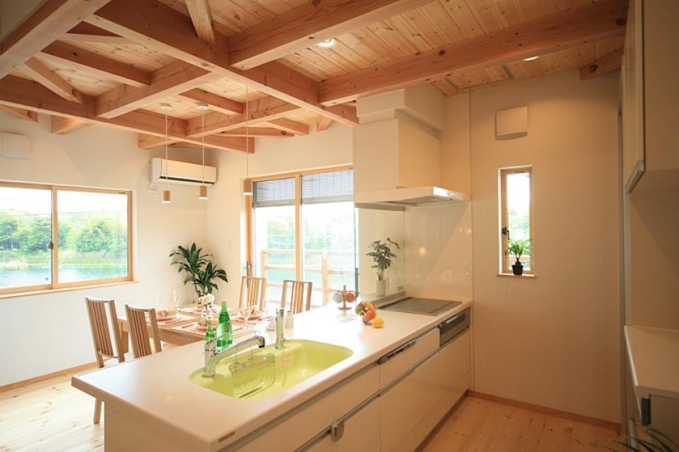 四季を感じ、人に優しい家  ~箱型バルコニーのシンプルモダンの家~ の写真1
