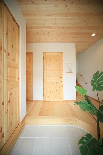 四季を感じ、人に優しい家  ~箱型バルコニーのシンプルモダンの家~ の写真3