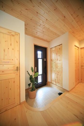 四季を感じ、人に優しい家  ~箱型バルコニーのシンプルモダンの家~ の写真4
