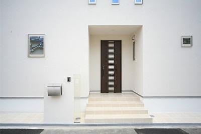 四季を感じ、人に優しい家  ~箱型バルコニーのシンプルモダンの家~ の写真5