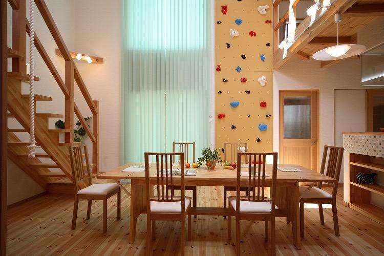 クライミングホールド・ターザンロープ・雲梯・子供がのびのび育つ家の写真0