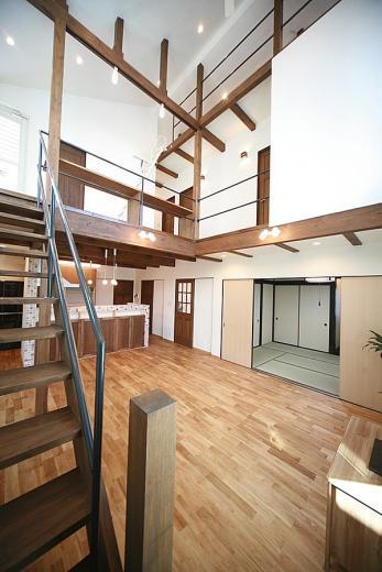 天井高さ7.0Mのリビングと真壁和室がある住まい。の写真0