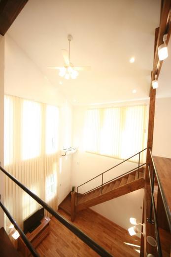 天井高さ7.0Mのリビングと真壁和室がある住まい。の写真11