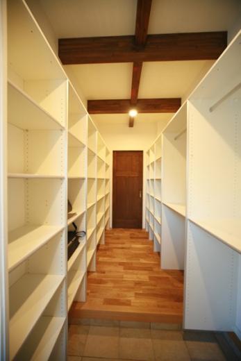 天井高さ7.0Mのリビングと真壁和室がある住まい。の写真5