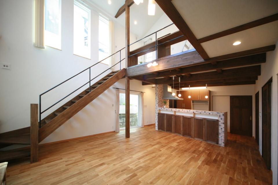 天井高さ7.0Mのリビングと真壁和室がある住まい。の写真7