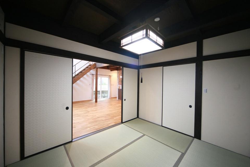 天井高さ7.0Mのリビングと真壁和室がある住まい。の写真8
