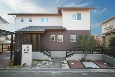 桜の遊歩道を借景に、生活しやすい動線の和モダンの家の写真0