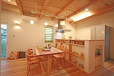桜の遊歩道を借景に、生活しやすい動線の和モダンの家の写真9