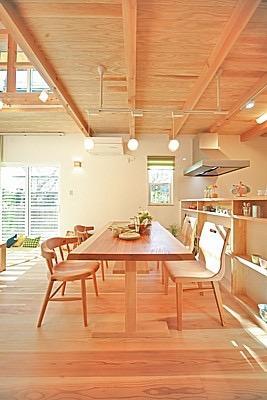 桜の遊歩道を借景に、生活しやすい動線の和モダンの家の写真10