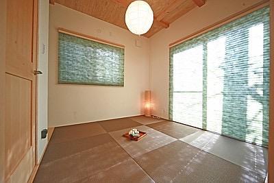 桜の遊歩道を借景に、生活しやすい動線の和モダンの家の写真14