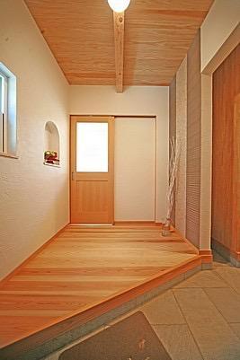 桜の遊歩道を借景に、生活しやすい動線の和モダンの家の写真21