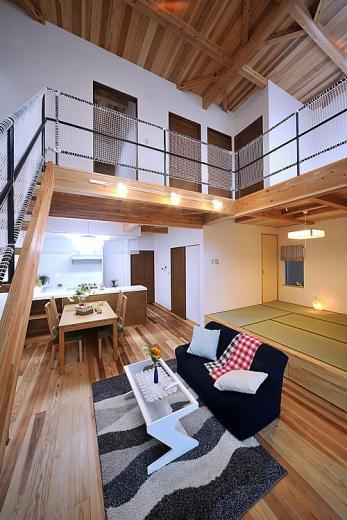 大きな吹き抜けで、光あふれる住まい。 ~九州産「球磨杉」の香り漂う癒しのある家~の写真10