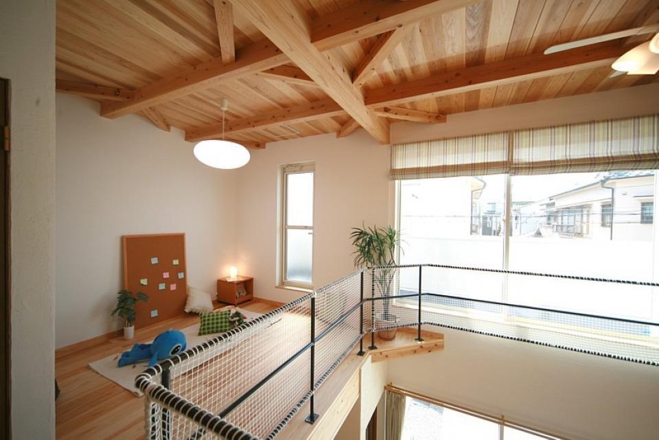 大きな吹き抜けで、光あふれる住まい。 ~九州産「球磨杉」の香り漂う癒しのある家~の写真6