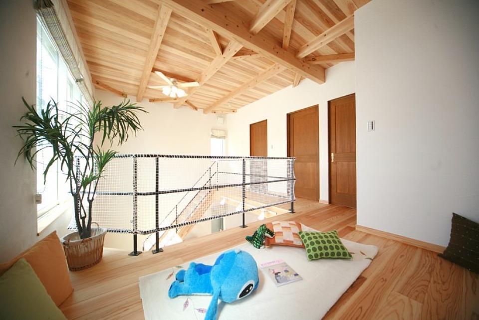大きな吹き抜けで、光あふれる住まい。 ~九州産「球磨杉」の香り漂う癒しのある家~の写真7