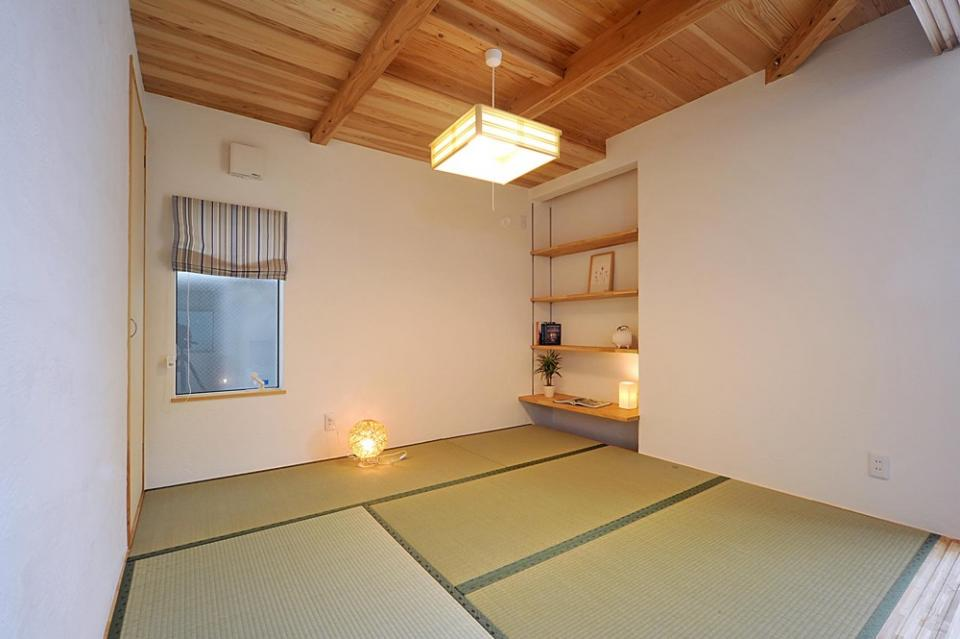 大きな吹き抜けで、光あふれる住まい。 ~九州産「球磨杉」の香り漂う癒しのある家~の写真8