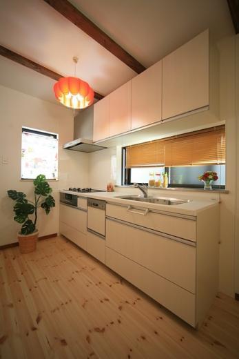 変形狭小敷地に建つ、収納階段のある個性的でお洒落な家の写真2