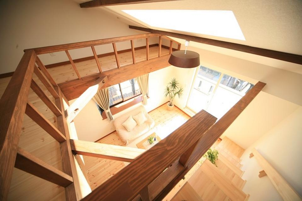 変形狭小敷地に建つ、収納階段のある個性的でお洒落な家の写真3
