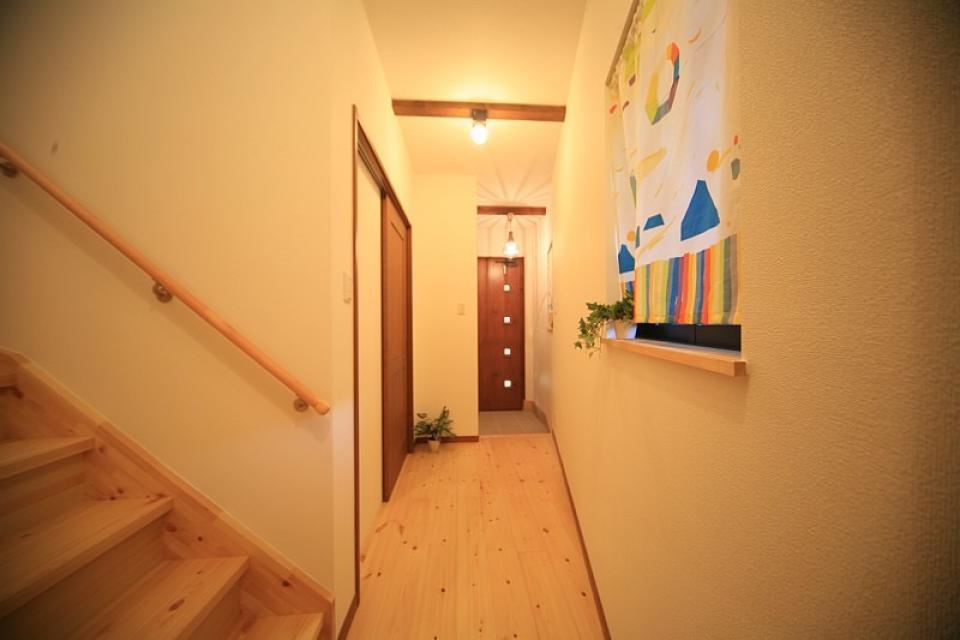 変形狭小敷地に建つ、収納階段のある個性的でお洒落な家の写真4
