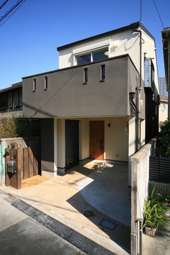 変形狭小敷地に建つ、収納階段のある個性的でお洒落な家の写真5