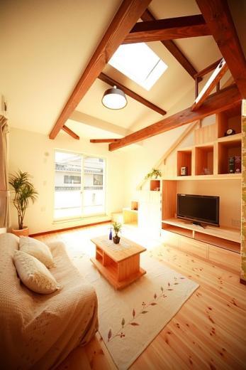 変形狭小敷地に建つ、収納階段のある個性的でお洒落な家の写真6
