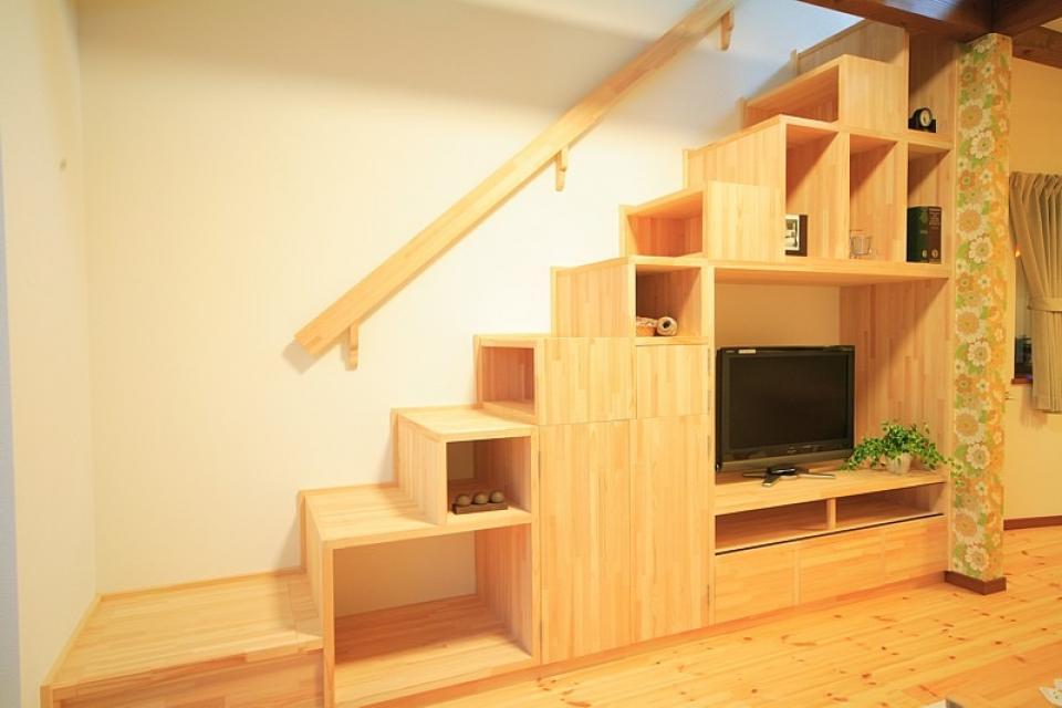 変形狭小敷地に建つ、収納階段のある個性的でお洒落な家の写真7
