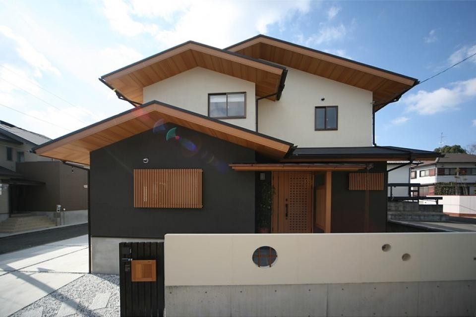 丸太梁のある回廊式現代和風の家の写真5