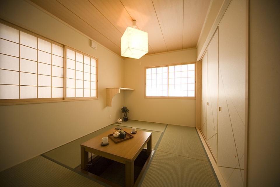 丸太梁のある回廊式現代和風の家の写真4