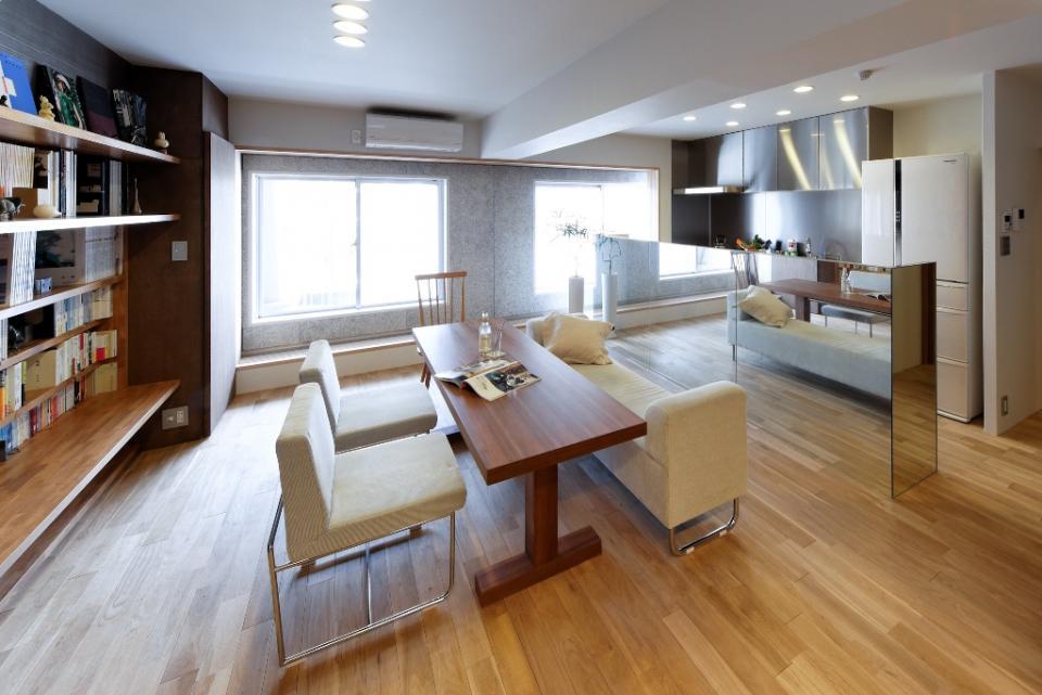 素材と照明で魅せるマンションリフォーム住宅の写真1