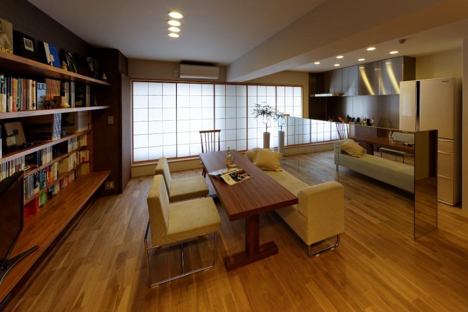 素材と照明で魅せるマンションリフォーム住宅の写真2