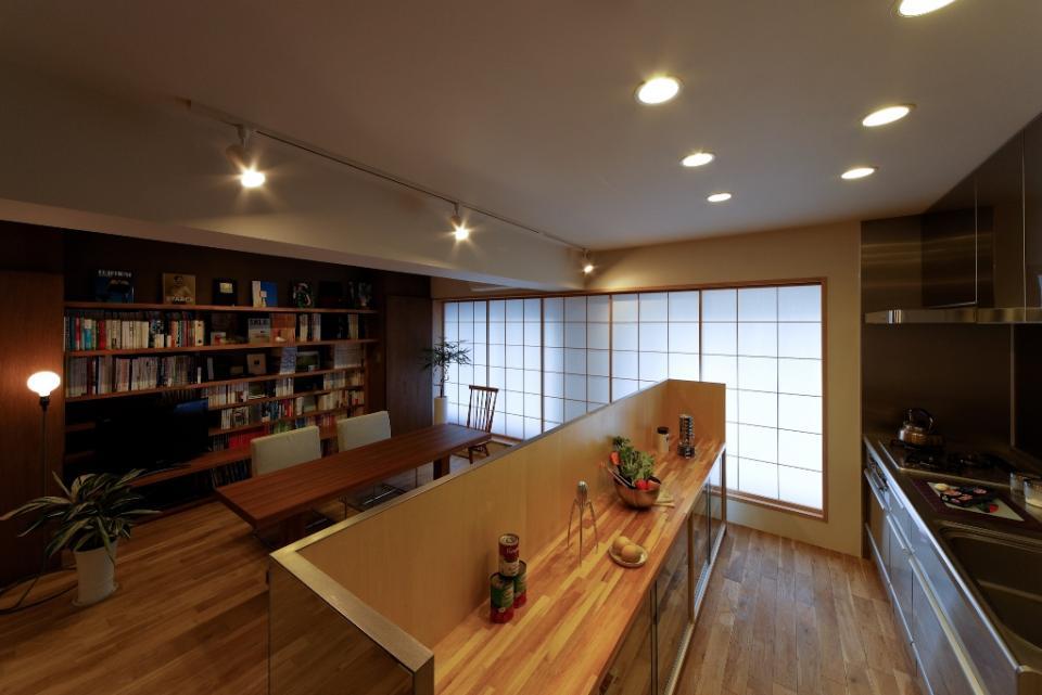 素材と照明で魅せるマンションリフォーム住宅の写真3