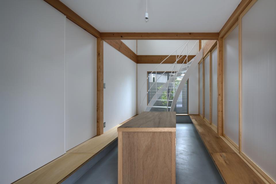 斜格子の住宅の写真1