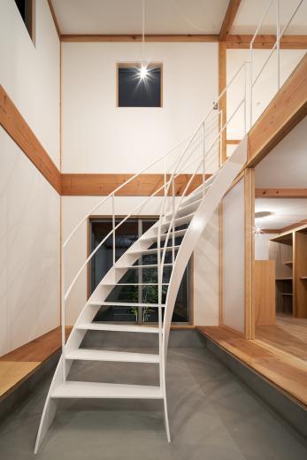 斜格子の住宅の写真2