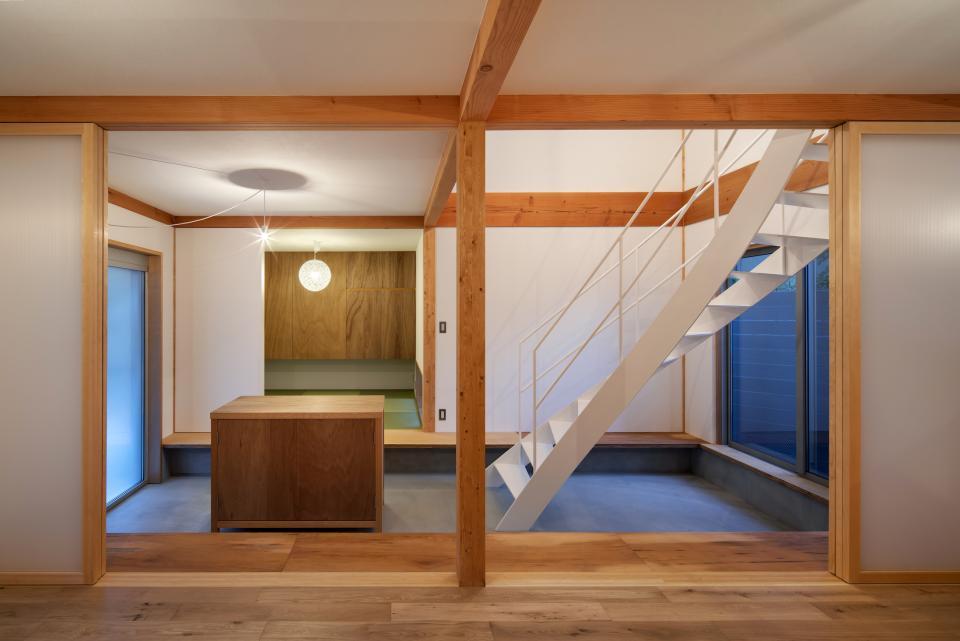 斜格子の住宅の写真3