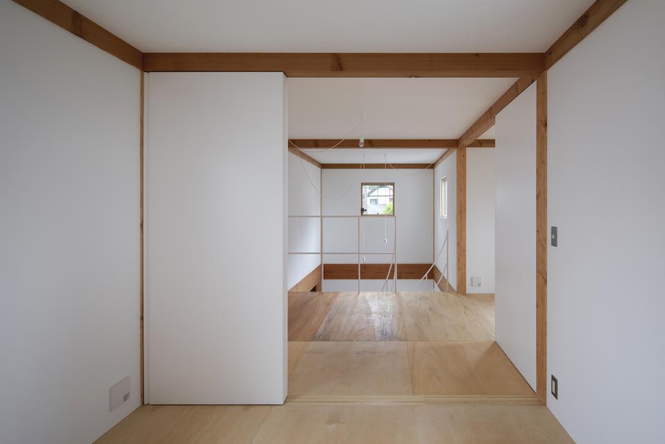 斜格子の住宅の写真4
