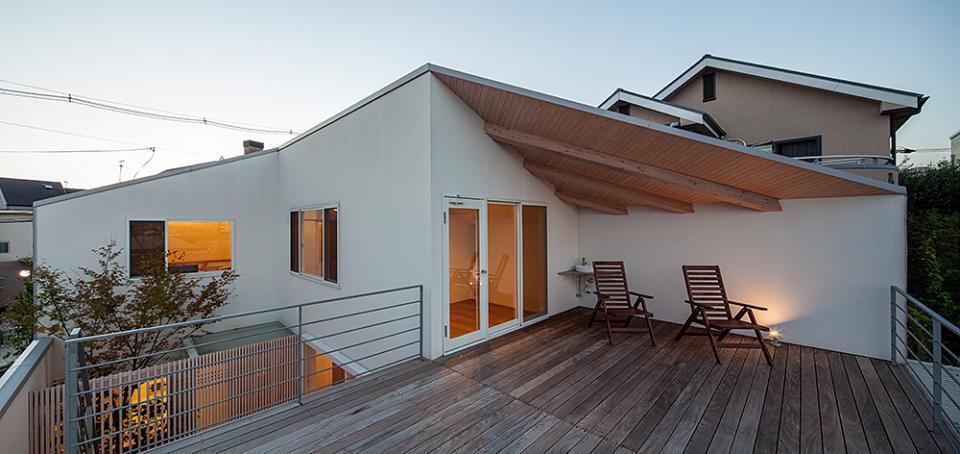 立体テラスのあるコートハウスの写真9