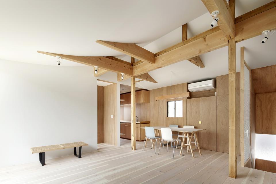 多世代が安心して暮らせる住宅 - 改修、耐震、断熱、採光改善の写真1