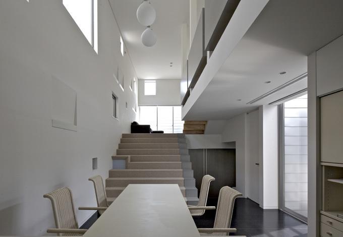 LとDKを大階段でつなぐ住まい 西新小岩T邸の写真1