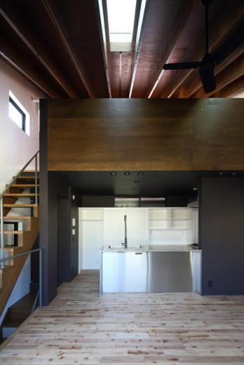 回遊性とコントラストにこだわった狭小住宅 浦安H邸の写真2
