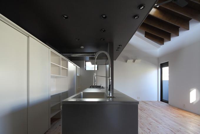 回遊性とコントラストにこだわった狭小住宅 浦安H邸の写真3