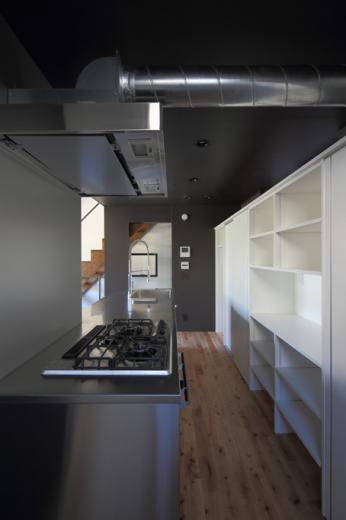 回遊性とコントラストにこだわった狭小住宅 浦安H邸の写真4