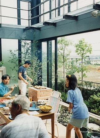 雨でも家の中でバーベキュー!全天候型アウトドアリビングの家の写真3