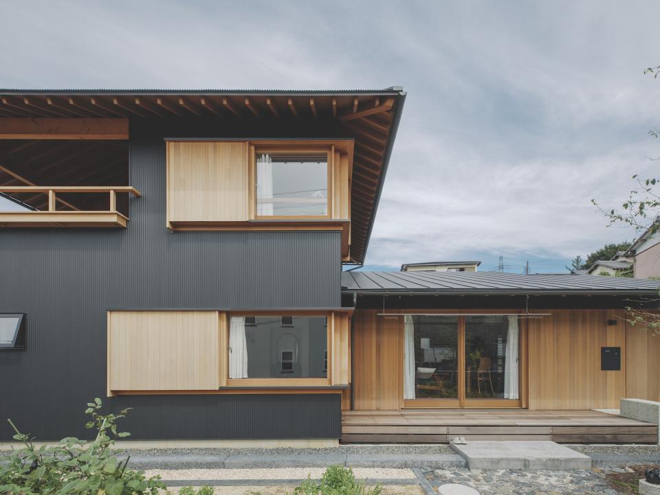 京ケ峰の家〜深い軒に守られた趣のある家〜の写真0