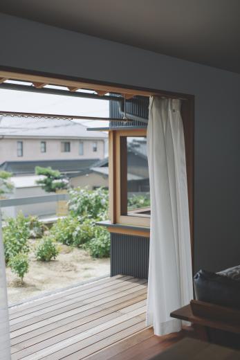 京ケ峰の家〜深い軒に守られた趣のある家〜の写真10