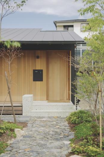 京ケ峰の家〜深い軒に守られた趣のある家〜の写真2