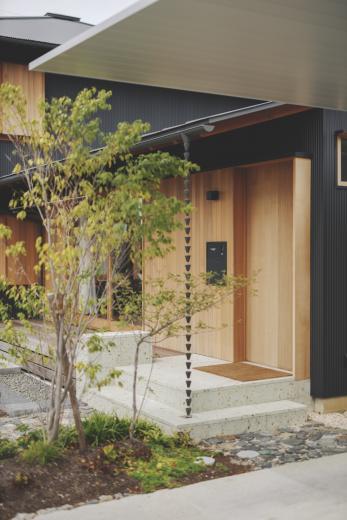 京ケ峰の家〜深い軒に守られた趣のある家〜の写真3