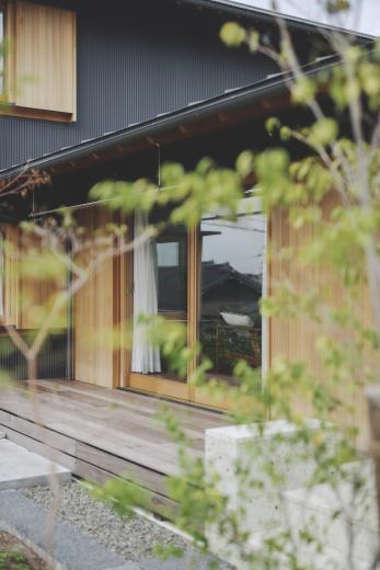 京ケ峰の家〜深い軒に守られた趣のある家〜の写真4