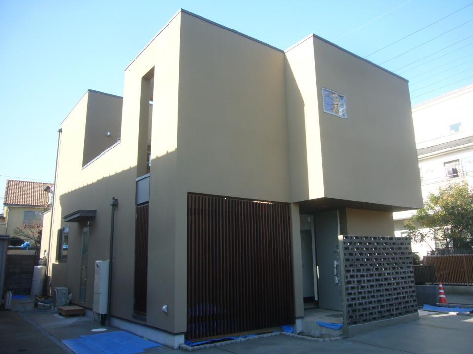 三つの陸屋根を持つコートハウスの写真0