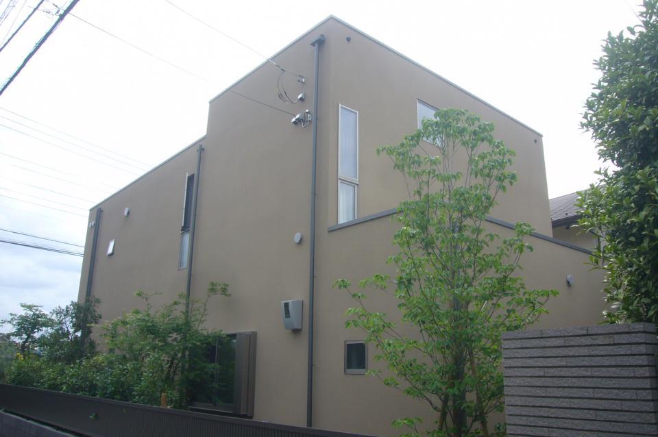 三つの陸屋根を持つコートハウスの写真17