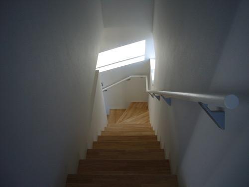 狭小地に建つ木造三階建て住宅の写真2